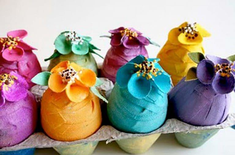 Uova di stoffa realizzate con tela adesiva