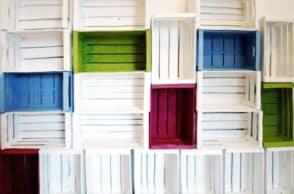 Libreria Fai da Te con cassette da frutta