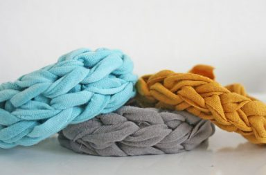 Bracelet finger knitting