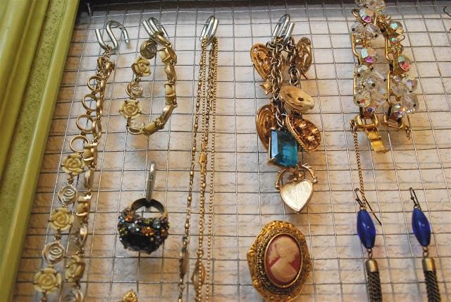 Cornice porta bijoux passion diy - Porta gioielli fai da te ...
