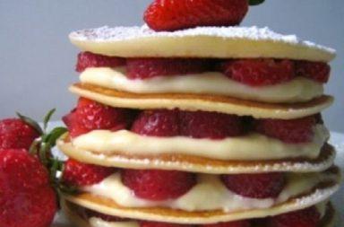Pancakes Crema Diplomatica e Fragole