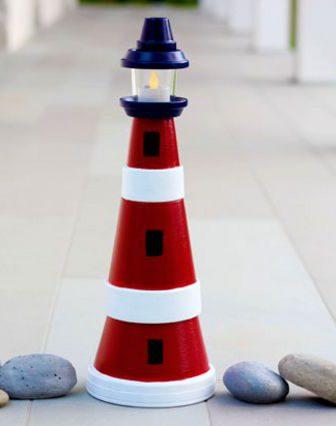 Faro con i Vasi di Terracotta