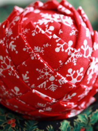 Addobbi di Natale con palline di polistirolo