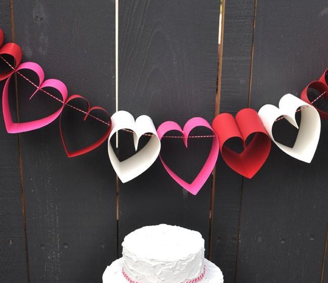 Festone romantico con cuori di carta