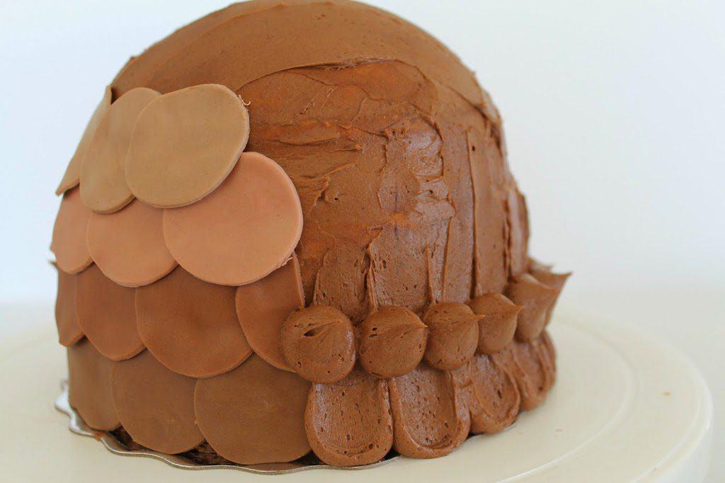 Una torta a forma di gufo decorata con pasta di zucchero fd88aab3ab21