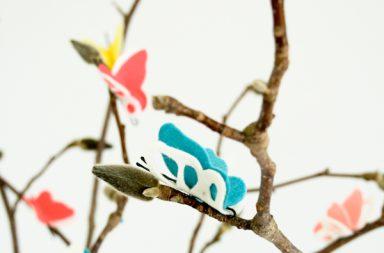 Farfalle di feltro tra i capelli