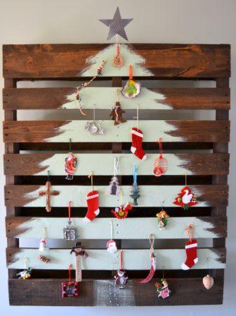 Albero di Natale dipinto su pallet
