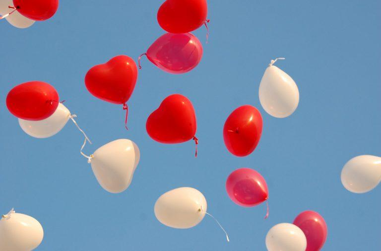 Festa in casa: 10 idee per decorare con i palloncini