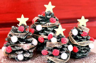 Pigna trasformata in alberello di Natale